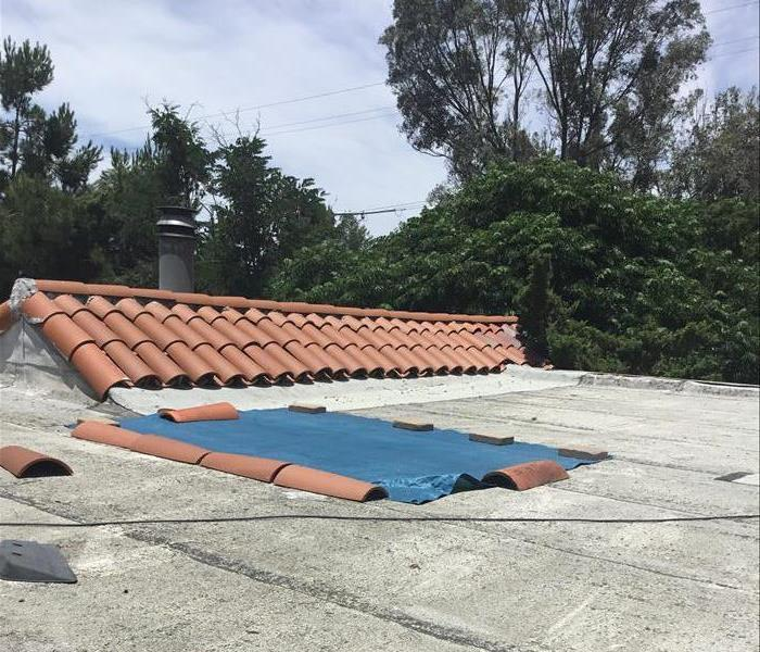 SERVPRO of Santee Lakeside technicians emergency service layed a tarp over damaged roof to begin repairing water damage